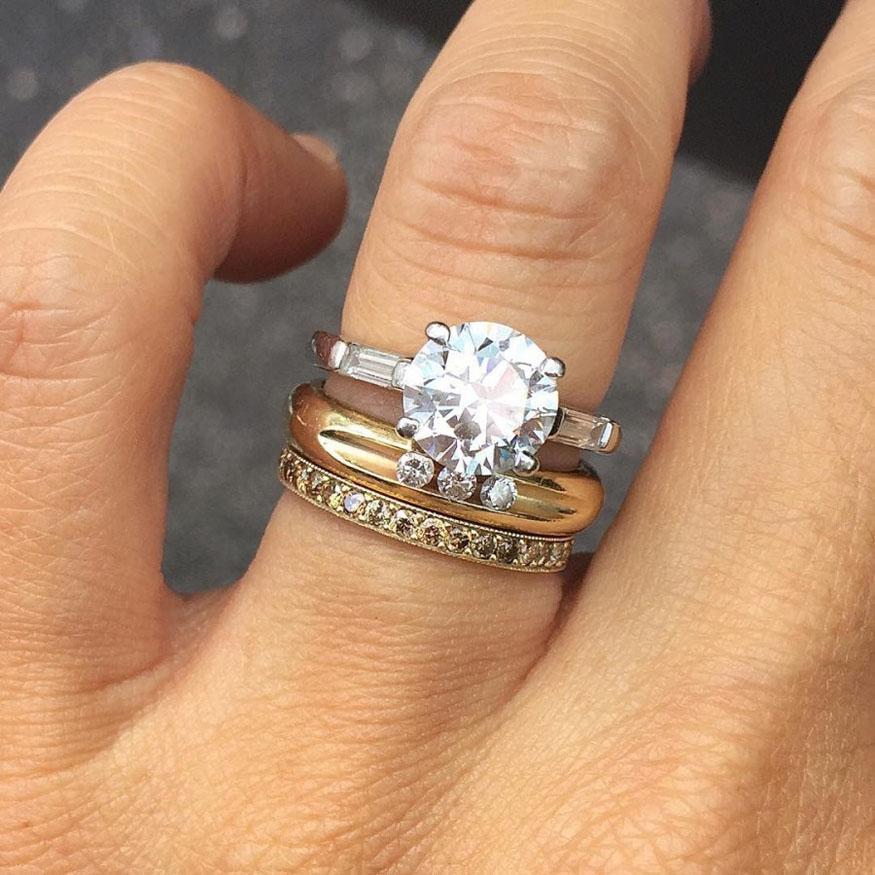 картинки обручального и помолвочного кольца зеркальной глазури, украшенный