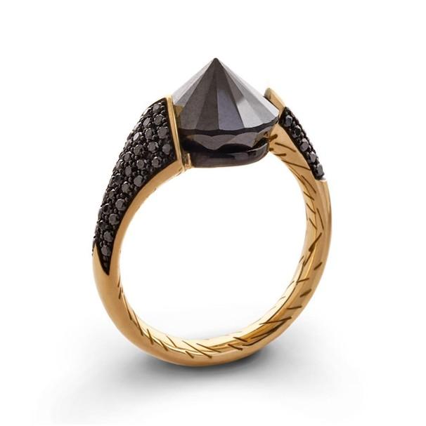 126a8cf0fe64 Черные бриллианты встречаются очень редко, поэтому стоимость колец с этим  камнем очень высока. Изначально камень считался исключительно мужским.