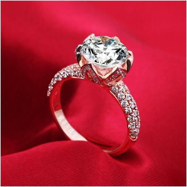 5d524d227d9f Каратники сочетают не только с различными драгоценными металлами, но и с  другими бриллиантами. Каратные камни окружают россыпью, иногда сочетают с  другими ...